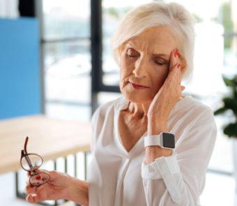 Может ли болеть голова при климаксе?